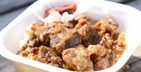 お肉屋さん特製牛スジ煮込カレー